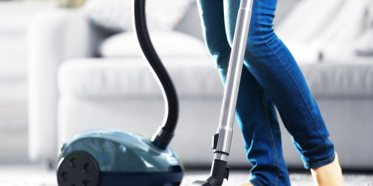 Top 8 Best Vacuum Cleaners Under $100 [Consumer Report] 1